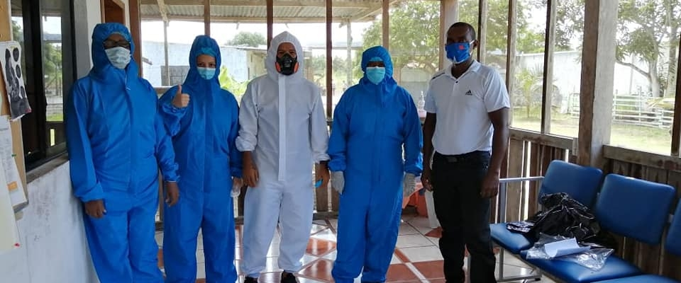 GAD PARROQUIAL HIZO LA DONACIÓN DE TRAJES ANTI - FLUIDO PARA LA BIOSEGURIDAD A NUESTRO PERSONAL DE SALUD